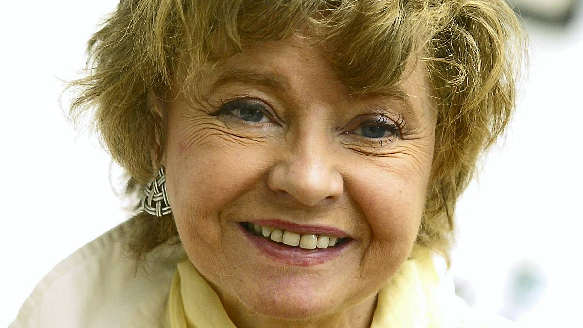 prunella scales canal boat series